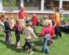 Některé děti se nechaly zlákat orientální tanečnicí k tanci