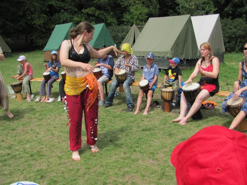 Tanečnice Klára a bubenická podpora