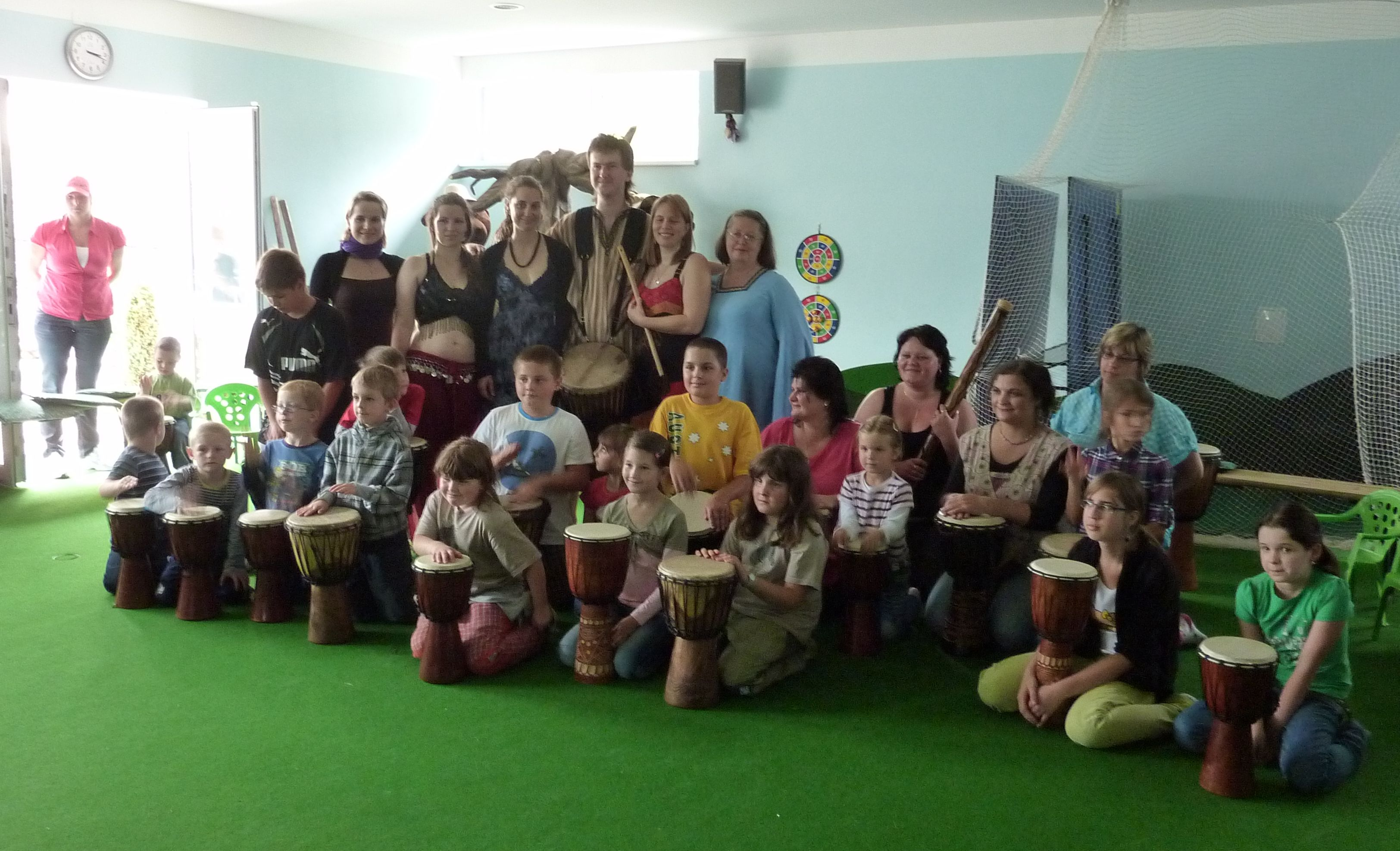 Hudebně taneční skupina Sueneé a děti z Akademie nadání